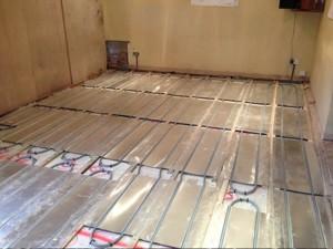 Aluminium plate underfloor heating system